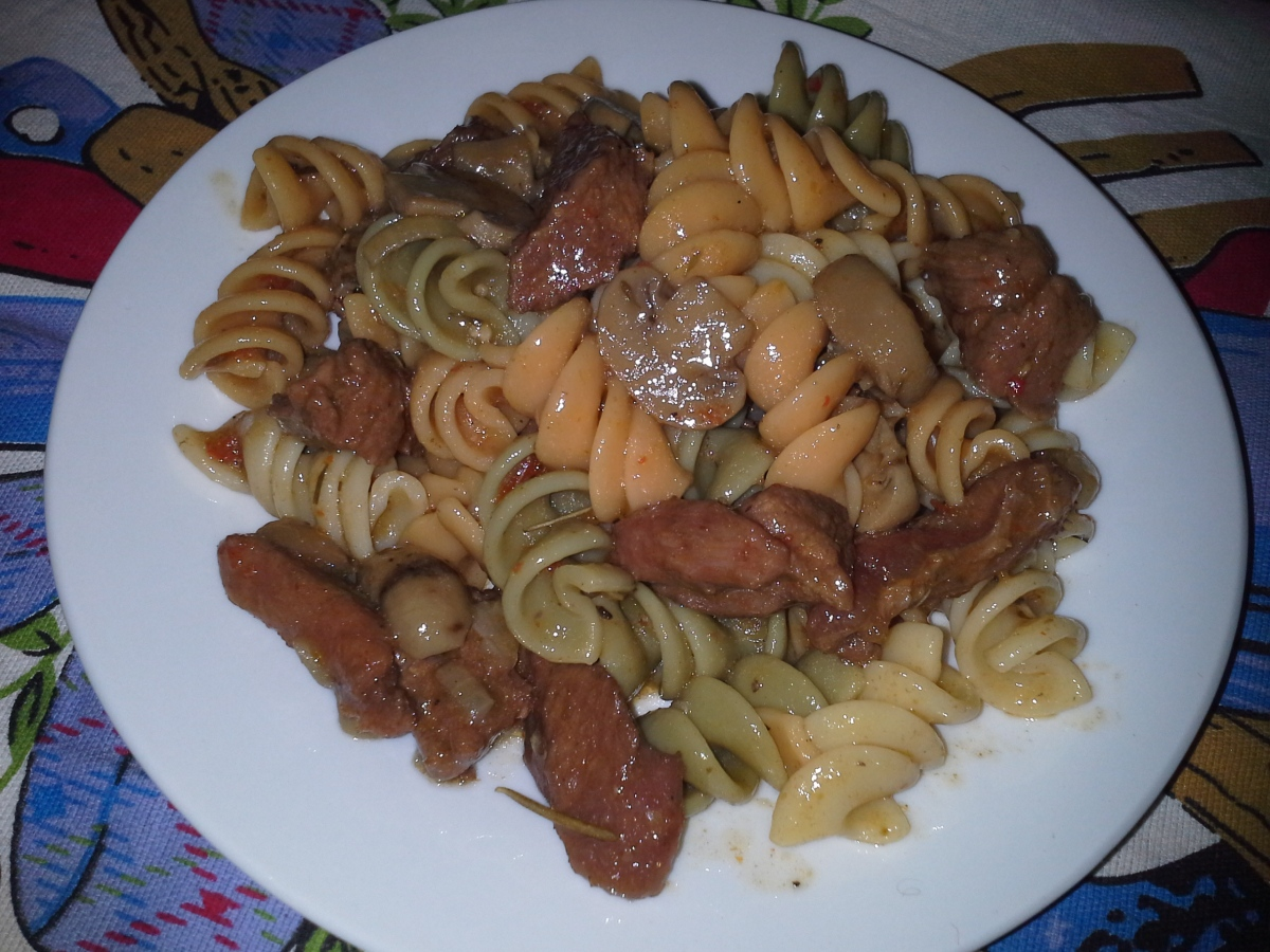 Vegetable Rotini with beef and mushroom